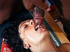 Busty mommy gets jizzed