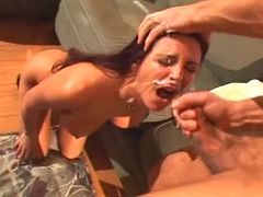Milf gets sticky juice everywhere after nailing